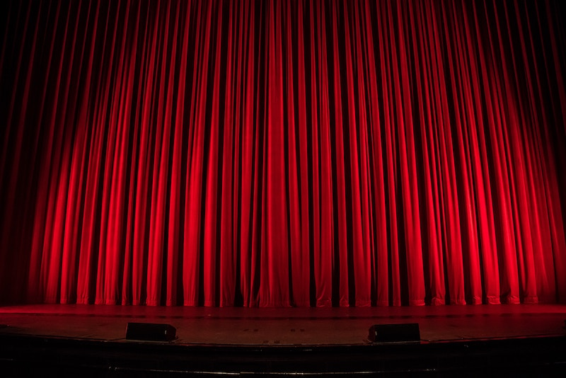 rob-laughter-unsplash - curtain stage2
